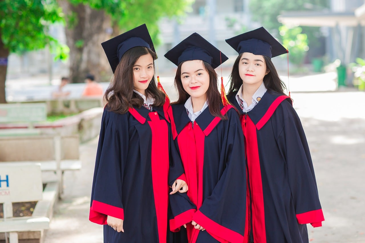 Scholarships For Women To Study Online: Best 14